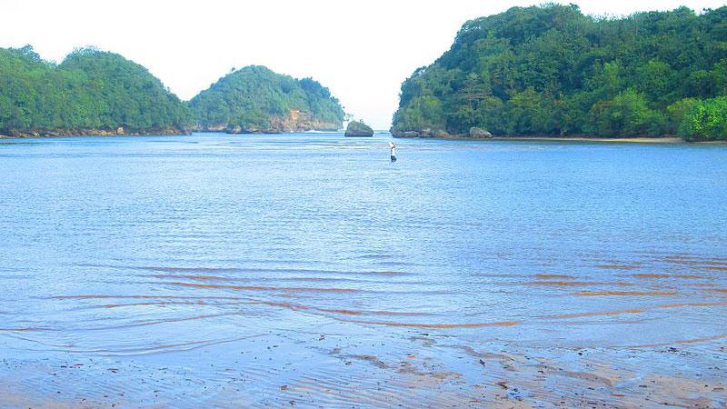 Pantai-Clungup-Malang