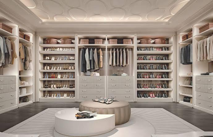 ruang lemari besar