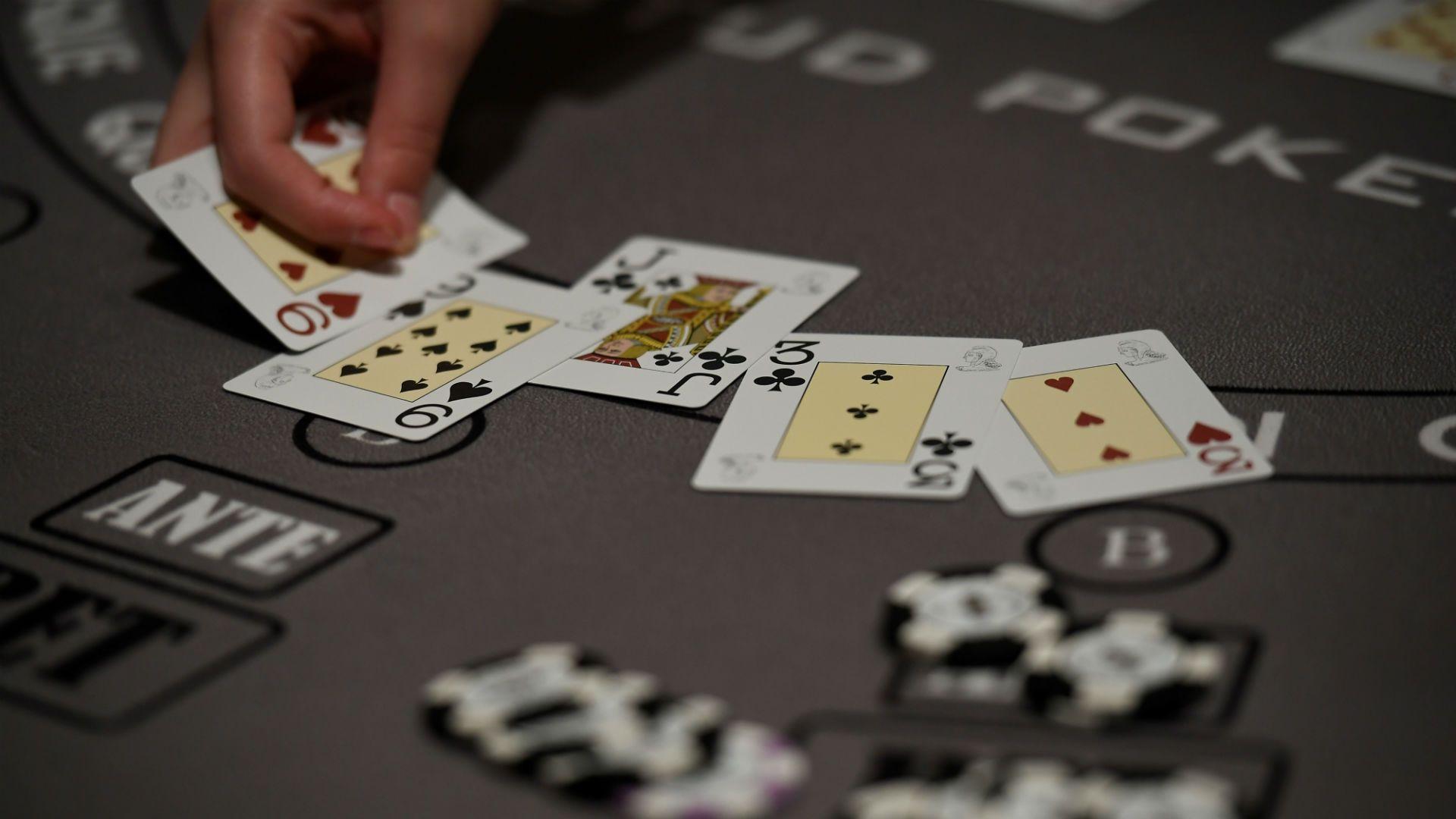 Segera Berlepas Dirilah Dari Ketagihan Bisnis Poker Climchalp