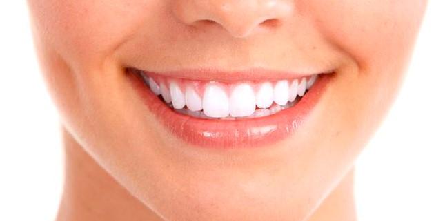 Cara memutihkan gigi secara alami
