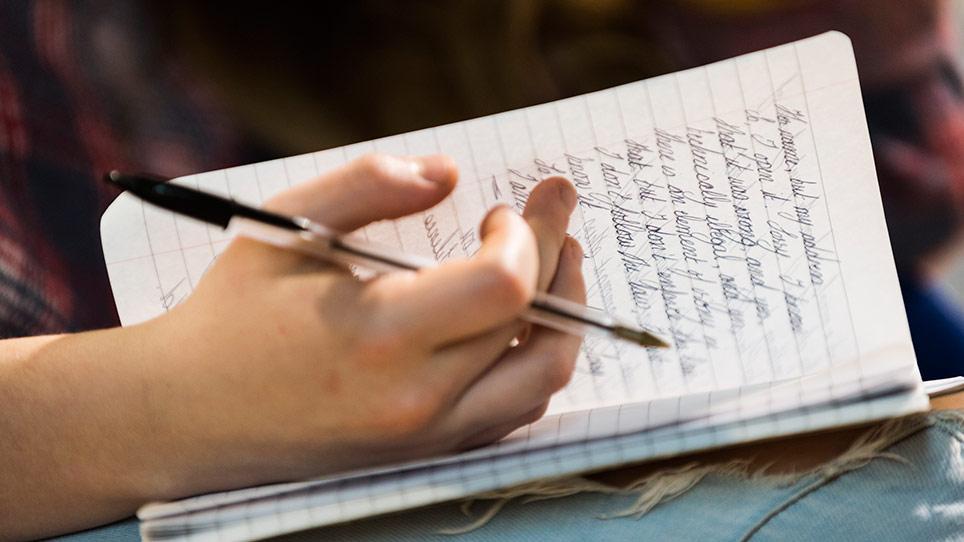 IELTS Writing Test - Kerjakan Tugas 2 Terlebih Dahulu